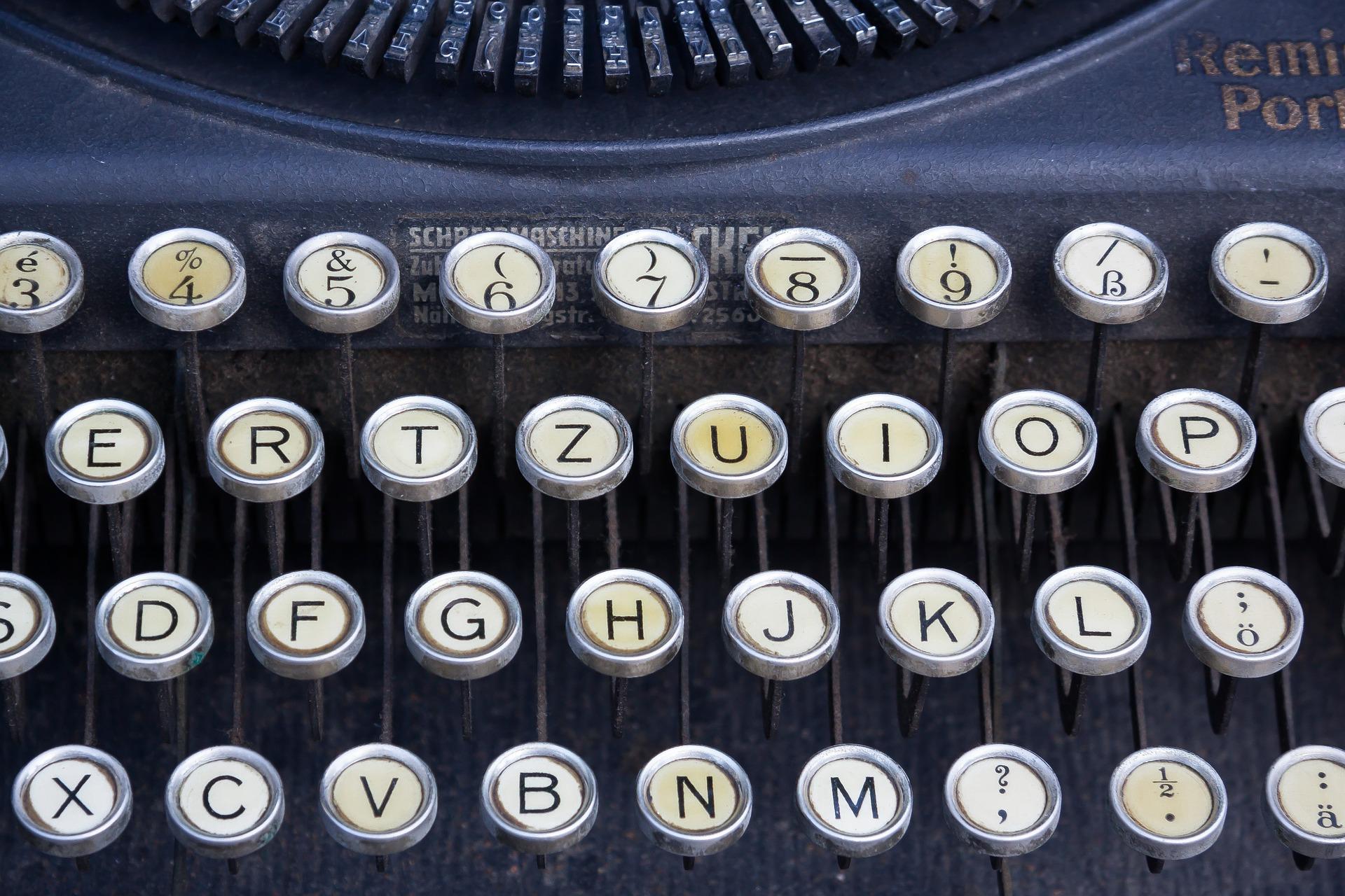 typewriter-464746_1920